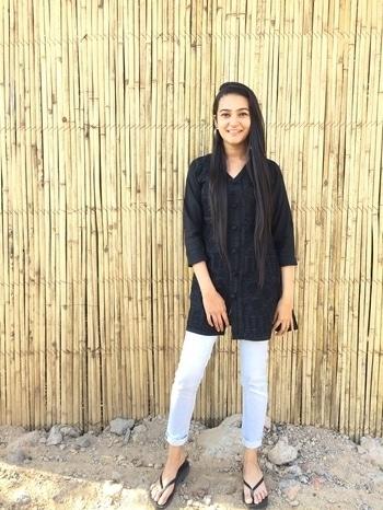 #soroposo #roposotalks #roposolove #blackandblue #kurti #ootd #pictureoftheday #collegedays #collegeoutfit #simplelook #collegewear #shrutidiwan #new #basics #essentials