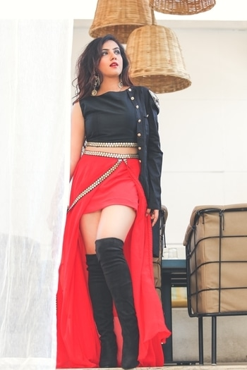 This one is for someone who is going to attend a cocktail party soon .... Something super exciting for you ... Costume that ooze royalty and style ! This stunning combination of Red and Black in Chiffon with super hot slits and a crop top , charms equally well when paired with Plazo pants and long boots from @paparazzicloset  Smoky MU by @nabila_makeupandhair Nabila  Perfectly captured by @josephkingphotography Joseph at @amanziskydeck