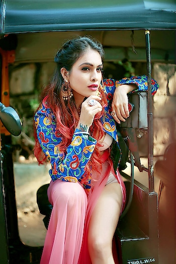 Simply shine your light on the road ahead, and you are helping others to see their way out of darkness.... 💫💫 : #shinebright #shine #riseandshine #shining #shinebrightlikeadiamond #beauty #simplybeautiful #simplyamazing #wow #newpost #photoshoot #streetphotography #streetstyle #streetfashion #stylishgirl #stylo #indowestern #colourful #outfit #nehamalik #model #actor #blogger