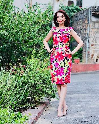 Florals are always in fashion - keep yours fresh by staying always from granny types and the upholstery ones. Also, keep in mind your proportions while choosing the floral print. In my case, i can carry off a big and bold floral as i am both, tall and slim. Contact me to help you figure out yours! . . . #florals #dresses #tipsbytina #tinawaliaIC #imagecoach #styleconsultant #groomingexpert #trendingfashion #floralprints #floraldresses #ropo-style #roposo-photoshoot #roposo-mood  #ropo-post 😊