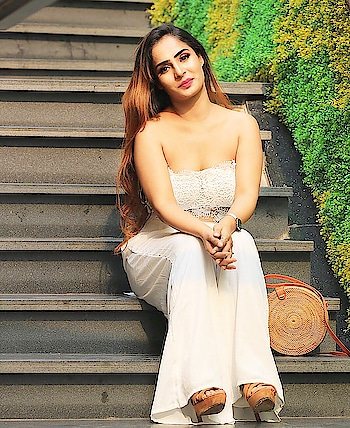 Obsessed with ivory colour and jumpsuits lately , so i picked this elegant crochet cut out Strapless Jumpsuit in Ivory color from @sheinofficial @shein_in . . . Pic credits 📷 @sidphotography88  Make up by 💄 @makeupbyayushisaini  Hair by 💇‍♀️ @makeoverby_shaifs . . . . . . . . Here's a new exclusive coupon code for you , it's  #diiya04 ,  if you buy ₹2600 they can get ₹300  reduction if they use the code . The code is this from 1, Oct to 1.Jan ,2019 . . The short link is:http://bit.ly/2MUMQVx  search ID :359533 . . #shein #sheinofficial #fashionblogger #style #model#blogger#influencer#classy #gorgeous #girl#popxoblogger#plixxoblogger#travel#beauty#topshop#pretty#cute#stylish#ootd#lotd#lookbook#stunning#travelblogger#beautyblogger#beautifulgirl#spring#bestdressed#sheingals #ootd#lotd