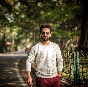 In every walk with nature one receives far more than he seeks . #sweatshirt #benetton #casualwear #winterstyle #casualstyle #mensfashion #style #fashionblogger #styleblogger #menfashionstyle #stylegram #menfashionblogger #menfashionstyle #fashiongram #indianfashionblogger #thestylemirror #keepsmiling #staystylish 😎