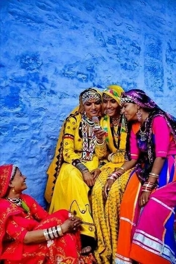 """""""Be the reason someone #smiles #today."""" - Anonymous Image via Travel Triangle Blog #quote #inspirationalquotes #inspired #wisdom #wisdomwords #india #incredibleindia #color #colorful #love #beautiful #gameoftones #happy #smilemore  #quotes"""