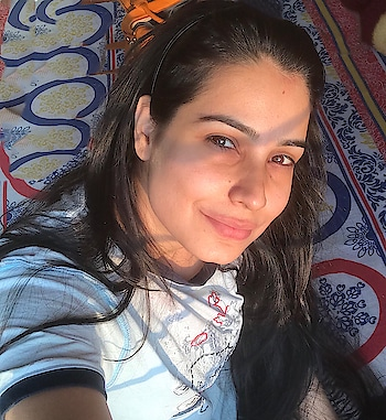 My happiness is where the sun shines..🌞🌝 • • #morning #sunkissed #homesweethome #sunrays #beautifulmorning #nofilter #nomakeupneeded #justme&sun #bhopaldiaries #well #formoreupdates #staytunedwithme #😉👍🏻♥️