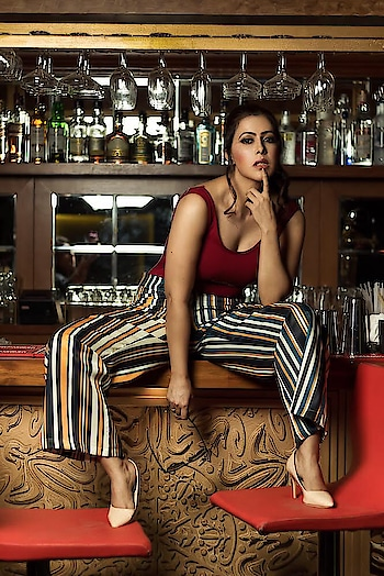 Striped pants are back in style, but most ladies find it hard to decide how to wear them. But the truth is, that you only need to focus on the colour combinations and if you do, you can pretty much wear them with anything. Get this look from @adderyfashionhouse  Shotby- @aakash__kushwah  Makeup- @monishaladhani  Location- @shormumbai    #rosepuri_styleblog #rosepuri #influencer #skinfluencer #fashion #style #streetstyle #stayskinfit #lookbooklookbook #lookbook #lookoftheday #outfitpost