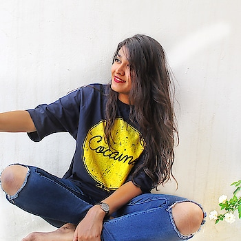 Don't You think , A Cocaine Tshirt is mandatory for every wardrobe? I got mine from @cultfictionclothing 😍 Colour ✅ Comfort ✅ Pattern ✅ . . #fashion #tshirt #jaipur #fashionblogger #jaipurblogger #jaipurbloggers #india #ny #igers #mytaste2k18 #bhukkadfam #fabebg #hair #shoot #picoftheday #jaipur #treasuremuse 🤗 #roposo #roposofashion #roposodiaries #roposofun #roposolove #roposoblogger