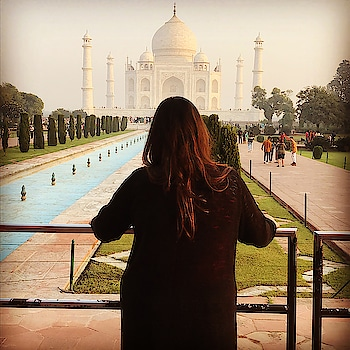 The symbol of love #hercreativepalace #kanikasharma #blogger #hcpkanika #agra #tajmahal #poser #trip #traveller #delhi #india #symboloflove #beautiful #gorgeous #travelwithme #delhitoagra #pretty #beautifulscene ❤️