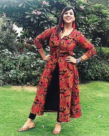 In #Noida for Friend's Engagement function 💍  #styledby #dancingtreadsbyAnkita #earning #pipabella @pipabella  #makeup @disha4794  #watch #michaelkors @michaelkors