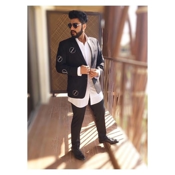 Arjun kapoor looking all dapper while promoting #HalfGirlfriend in Dubai. Isn't he looking handsome as always. #19thMay #StyleFactor #UberCool #OOTD