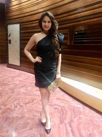 ❤️❤️ . . #20november2017 #happyisthenewrich #filmindustry #blissfulliving #india #mumbai #sexy  #glamourous #intothegloss #vogue #lovemylife #happylife #cinemas #celebratinglife #interiors #alwayshappy #globetrotter #globalgypsy #travellerdiaries #bollywoodactress #aimforhappiness #bollywoodactress #love #black #globetrotter #luxury #avantikakhattri 😊🌎