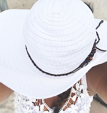 ~ I think I need some vacations on a magical island 😍 ☀️🌊 don't you ?  • • • #makeupblogger #roposo #picoftheday #fashion #gorgeous #love #cute #bblogger #blogger #beautyblogger #beauty #beautiful #igers #fashionpost #summervibes #fashionaddict #beautyguru  #influencer #makeupaddict #fashionblogger #wonderful
