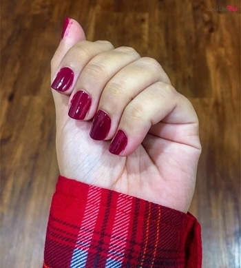 I love deeper nail polish on shorter nails❤️ Have an awesome #sunday 🤗 . . . . . #nails #rednails #notd #nailsoftheday #deeprednails #sallyhansen #sallyhansennailpolish #nailpaint #nailpolish #mumbai #mumbaiyoutuber #mumbaikar #mumbai_igers #mumbai_ig #mumbaigirl #mumbaigram #nailsofinstagram #nails💅  #nailsonfleek #nailcolor #pictureoftheday #instabeauty #thebestbeauty #swatches #beautylover #beautynails #beautygram #nailstagram #plaidshirt