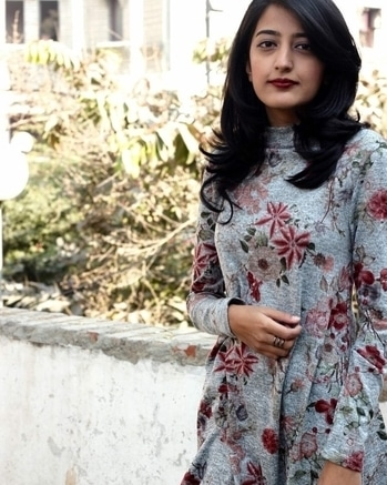 Pick Florals and greys for #Valentines this year! 🌸   📸- @unnatiwantsyourwifipassword ❤   #HowILikeItJournal #HowILikeIt #FashionBlogger #Blogger #IndianFashionBlogger #Blogger #BloggerLove #ValentinesWeek #Valentines #ValentineMonth #LookOfTheDay #ValentinesOutfit #Outfit #Florals #Floral #Grey
