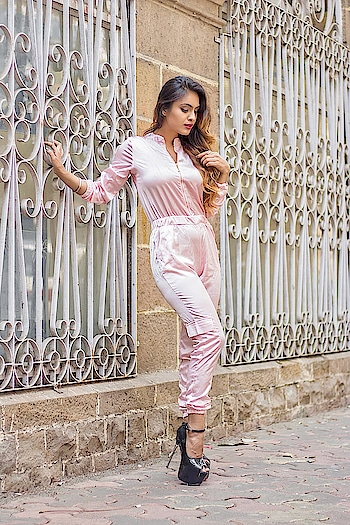 You Keep A Lot To Yourself Because It's Difficult To Find People Who Understand... 💓💗 : #just #quotes #positivevibes #thegoodquote #summervibes #summer #summerstyle #spring #pink #pinklove #jumpsuit #black #highheels #blackheels #fashion #stylegram #fashionista #queen #nehamalik #model #actor #diva #blogger  : : Outfit @igfashionsoul  Photography @divyesh.vanzara @omii_clicks  Mua @makeupbyheenal