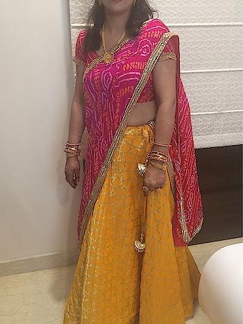 #lehenga #brocade #chunni #blouse #bhandej #happyclient #weddingdairies #tussels #tubelight #trending #angsh #jaipur #designer  Dm to order😊