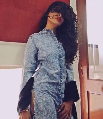 #fashionblogger #indianfashionblogger #fashiondesigner #indianfashiondesigner #desistyle #desigirl #slay #roposoblog #grwm #ootd #outfitoftheday #makeup #whatiwore #browngirl #alldenim #denimfashion #denimlove #redlips #tightcurls #sexy #sultry