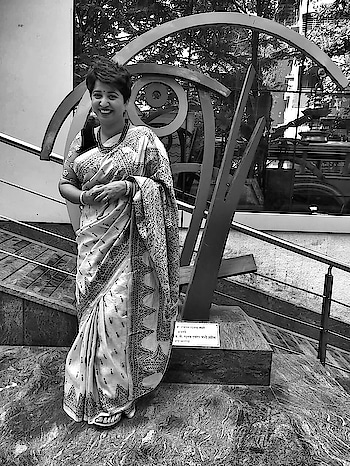 What actually happens when I try to pose for the camera 🤦🏻♀️!   Damn, how do I get those great poses for the blog when all I do is giggle in front of the cam! Anyhoo, I did sober up and get another 'decent' picture. Nevertheless, wanted to post this anyway, because this is who I am really!   Elegant saree & a nutcase me ! 😀😇 Have a good day peeps and keep spreading the love 💖  #thisiswhoiam #truthoflife #candid #smile #lifestyleblogger #saree #sareenotsorry #indianhandloom #shorthair #accessories #styleblogger #nutcase #bereal #beyourself #roposoblogger #roposoblogs #roposo-style #roposogal #soroposolove #soroposofashion #soroposoblog #soroposodaily #soroposogood