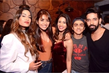 This squad💕 #brooklyn #brooklynandridge #regram @rohan_shah @kishwermerchantt  #celebrityfashion