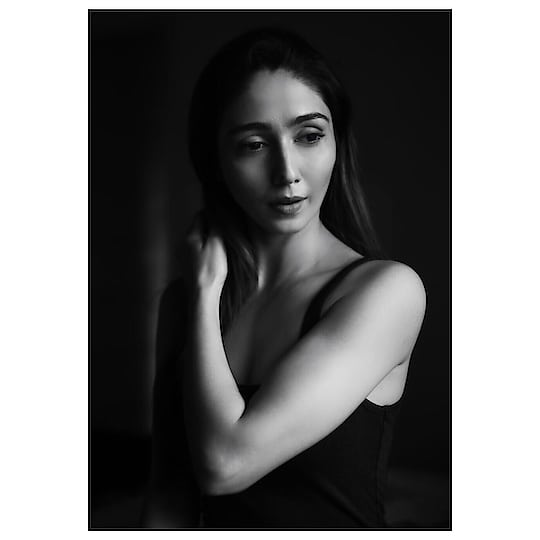 Colour is everything, black and white is more. -Dominic Rouse  Thank you @nitinn_s for this #10minutesphotoshoot 😂😍🥰🥳 . . . . #naturallight #candidphotography #blackandwhite #monochromatic #beautyshot #dramatic #nomakeup #darkness #light #photography #fashionphotography #gratitude