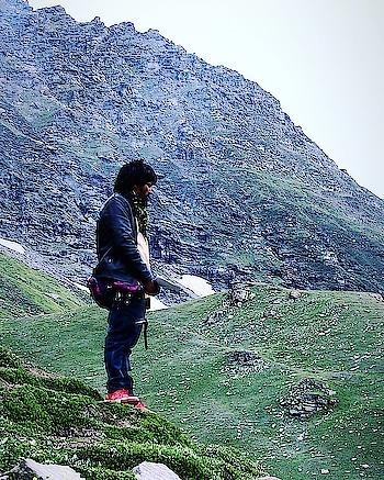 ⛰🚶🏻♂️#himalaya #instahimachal  #kullu #kullumanali #manali #himachal #himachalpradesh #travelblogger #travel #travelphotography #photography #shotoncanon #700d #canonindia #canon_photos #travelholic #travelphotographer #traveller #canon #canonphotography #canon700d #clouds #mountains #himalayas