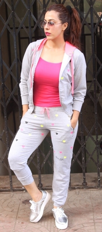 Become the happiest, best version of yourself.  Rosepuri ❤️❤️ 🎥- @shrivd_2009   #streetlook #streetstyle #casual #sporty #pink #silver #hoodie #fashionblog #fashionblogger #fashionoftheday #style #styling #stylingtips #followforfollow #like4like #blogging #blogshoot #brands #bloggerstyle #bloggerfashion