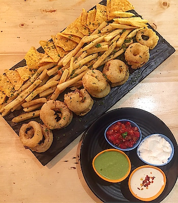 Onion rings, fries and nachos to make your day awesome! 😋🤤 . . . Follow @mymeanderingmind_ for more updates! . . #lunch #goodafternoon #foodstagram #foodislife #vscofood #cooking#indianfood #delhite #delhigram #delhifoodblogger #desifoodblog #indiancuisine #spicyfood #foodcoma #foodstagram #yummy #l4l #streetstyle  #travelgram #foodphotography #flatlay #foodphoto #homecook #nomnomnom #instagood #vscocam #mymeanderingmind #mumbaifoodie #picoftheday #food52