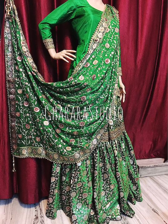 Green kamkhwab Gharara with zari and resham embroidery on dupatta. Kundan stones all over.    🌈WhatsApp at +919971865919 to order 🌈Deliver complete stitched to your size  🌈Deliver Worldwide   #gharara #ghararastudio #ghararastudiobyshazia #ghararas #ghararah #ghararasale #ghararadesign #ghararafashion #bridalgharara #partygharara #instafashion #fashiongram #fashionblog #fashionblogger #fashionpost #orderonlinegharara #buyghararaonline #greengharara #kamkhwabgharara