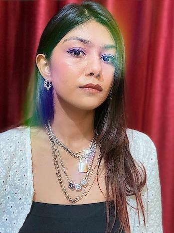 Catch a glimpse ✨ . . . . . #theclosetshow #punefashionblogger #fashionblogger #instagramcaption #mumbaifashionblogger #indianfashionblogger #puneinfluencer #mumbaiinfluencer #whiteandblack #whitetop #stylewhitetop #lockkeychain #silverjewellery #rainboweffect #potraitphotography #whitecaption #dicechain # #whiteshirt #purpleeyeshadow #eyescaption #potraitcaption #selfiecaption #safetypinjewellery #quaratinecaption #thoughtsbeforethings #brownshades #picsartedit #picsart #brownhair #whiteandblack