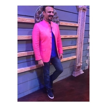 @vivekoberoi on the sets of sabse bada kalakar for Bankchor promotions in @giovani_india @massimodutti @gstarraw @tresmode @guess @elsolstrategicconsultants  Styled by @gumanistylists . . . #style #styling #stylefile #menswear #menstyle #summer #linen #outfit #inspiration #ootd #fashion #favourite#indian #indianmenswear #celebfashion #celebritystyle #bankchor #film #promotion #vivekoberoi #bollywood #hero #actor #staytuned #followformore #gumani #gumanistylists #thursday