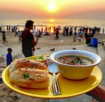 #PavBhaji #juhubeach #Sexyday #sunsetorange #sexyweather #memorableday #lifestylephotography 🕺✌️