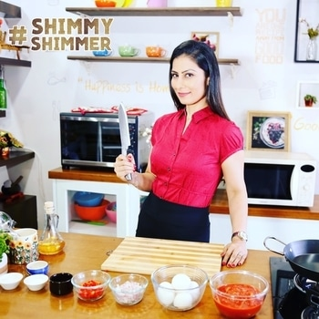 #meghnapedia  #DidYouKnow A sharp knife does less damage to the cell walls of an onion. So it leads to releasing less propanethial S-oxide -the irritant that causes you to cry. So, no more excuses in cutting onions.. ok!!💋💋💋 Love M. #ChefMeghna #SharpKnife #ChefKnife #knife #cheflife #chefstalk #onion #cry #shimmyshimmer #foodies
