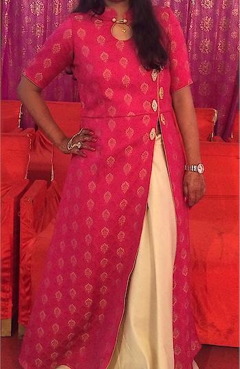 #skirt #longkurti #sideslit #stylish #button #happy #weddingdairies #collar #neck #angsh #jaipur #designer #trending