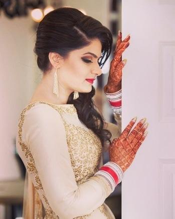 Throwback to my wedding reception #makeup #throwback #dressup #receptiongown #goldengown #bride #bridalmakeup #bridalfashion #mua #roposo-style #roposofashionblogger #myweddingday #outfit #pose #girlstyle