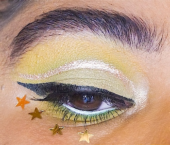 ~ Don't forget to add some glitters in your life ✨😉 . . . Hello my beautyers !  Would you like me to post some little makeup art like this one sometimes ? 😋 Tell me in the comments and have a beautiful weekend oh and see you on Sunday for a new article 😉 —— #eyesmakeup  #makeupblogger  #fashion #roposo #beauty #beautiful #blogger #bblogger #picoftheday #gorgeous #love #cute #wakeupandmakeup #makeup #greenmakeup #makeuplover #makeupmafia #makeupart #motd #makeupideas