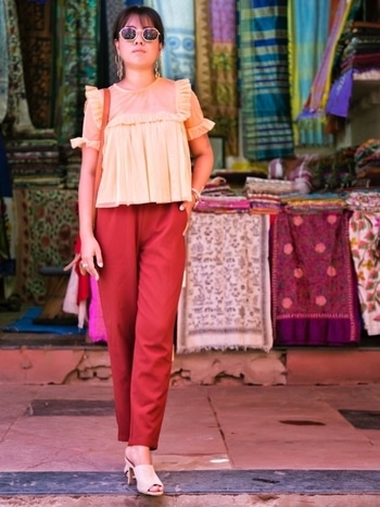 Strolling around the dilli hut market😎 . . #roposoblogger#fashionblogger#ootd#sassychicgirl