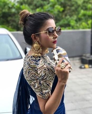That's called swag ;) #women-fashion #fashion-diva #fashion and tread #roposostylefiles #roposo-makeupandfashiondiaries #styleinspiration #sareeswag #boldnbeautifulblogger #roposobloggerawardmylifestylemyfashionlook