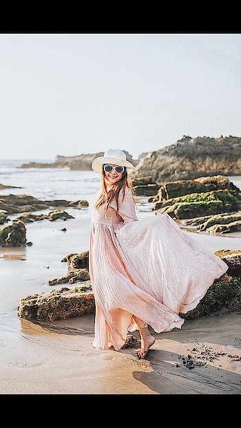 Hues of summer with @placethedot . I prefer comfortable dress for casual days at work & an easy, breezy dress for vacation but I make sure that those are exclusively chosen from my favourite forever @placethedot . I love my #dotstories #nofearofmissingout #killfomo