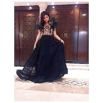 Perfectly Imperfect !  . . . . . . #weddingasia #croptop #croptoplehenga #weddingasiadelhi #pose #rops-style #roposo-fashion #instalike #instapost #roposo-pic #be-fashionable #instafollow #instapic #instaroposo #greenoutfit #allgreen #instabeauty #instaready #poseoftheday #pose for pic #roposoforyou #roposoforyoupage