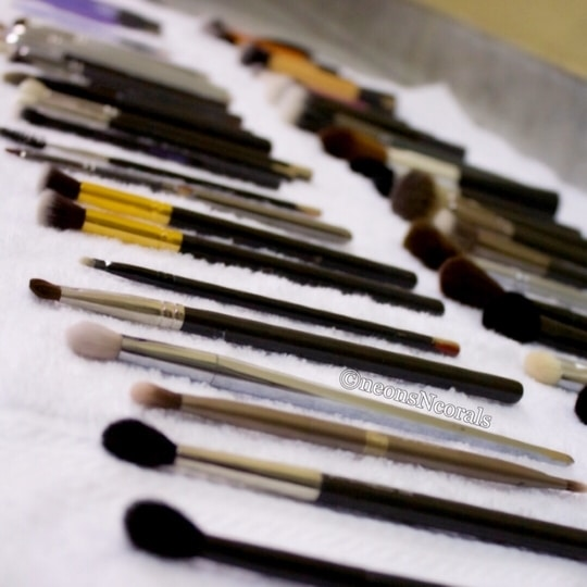 Taking care of your makeup brushes are very important. As it will get rid of acne causing bacteria, but will also prevent your makeup colours getting mixed. #protips  ✔️Clean natural-hair brushes weekly. This includes brushes that you use for powered products, such as eye shadow and bronzers. ✔️Clean synthetic brushes every other day. This include brushes that you use for cream and water-based makeup, such as lipstick, cream blush, and liquid or gel eyeliner.  ✔️Do not use a hairdryer to dry your wet brushes. ✔️dry your brushes in a well ventilated area. ✔️do not use a harsh shampoo to wash your brushes ✔️always keep rub alcohol handy for spot cleaning or sanitising your brushes.  #makeupblog #makeupbrushes #brushcleaning #neonsncorals #beautyblog #mua #shruti #shrutimakeupartist #igrs #instafam #instabeauty #delhimakeupartist #followme #beautyblogger #makeuplover