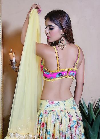 Bringing sexy back 🥰🥰 : : #bringingsexyback #sexyback #lit #desi #desigirl #desilook #indianoutfit #indiangirl #indianfashion #ethnicwear #indianbeauty #fashionblogger #indianfashionblogger #punjabiactress #back #hotnessoverload #wedding #weddingseason2018 #weddingseason #bollywood #filmy #nehamalik #model #actor #blogger #bloggerstyle #instagood : : Beautiful outfit designed by @baaksha  Photography @dhavalgajjarphotography  Mua @makeupbysanjam_  Shoot location @beirut.mumbai