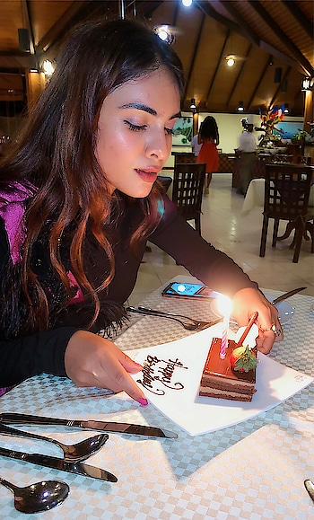 About last night .. cake cutting and birthday dinner with mom ♥️♥️ : Birthday outfit designed by my sweetest designer @avneet_8 ♥️tysm baby you made my bday look soo beautiful ♥️♥️ guys must check out her page for her amazing collection ✌️ And stay tuned for full outfit pics ✌️💃 : #birthday #birthdaynight #cakecutting #birthdaycake #birthdaycelebration #celebrationtime #paradiseisland #maldives #birthdaygirl #birthdayoutfit #designeroutfit #designerdress #itslit #fashionblogger #travelblogger #nehamalik #model #actor #blogger #instagood #instagram #instafollow
