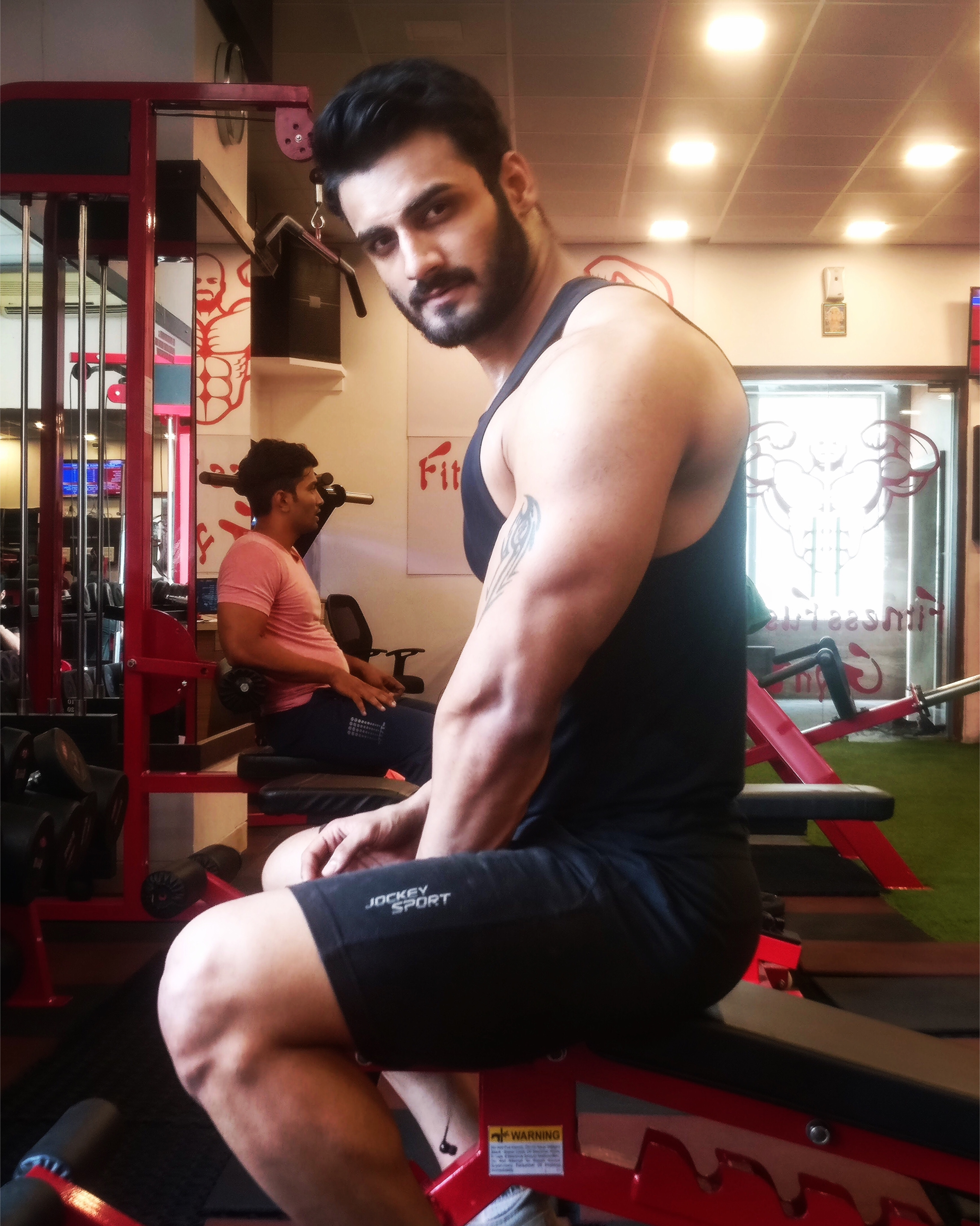 E N E R G Y  Don't tell anyone what you're doing until it's done. Outside energy can throw off goals.  #fitnessmotivation #aestheticnation #calisthenics #fitness #menwithfitness #arms #shredded #muscles #bigarms #iaman01 #amansharma (A-man)