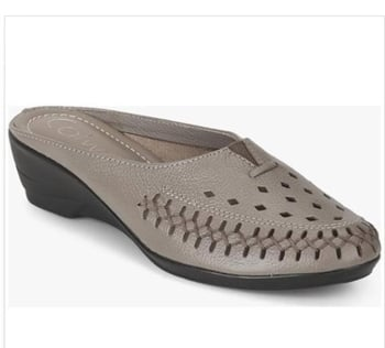 Half shuese , so comfortable  , stylish  and and easy  to wear  #ropo-style #styling #footwear #footwearlove #footwear-newlook