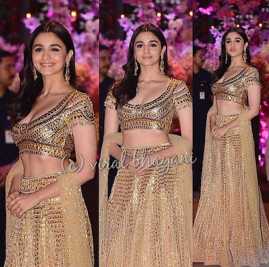 #BestDressed at Akash Ambani and Shloka Mehta's Engagement ceremony ♥️  #aliabhatt #kiaraadvani #dishapatani #tigershroff #karanjohar #adityaroykapoor #bollywood #akashambani #shlokamehta #engagement #bigfatindianwedding #lehenga