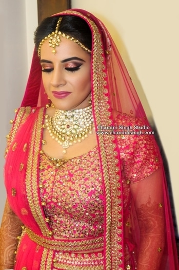 Meenal 💕 Smokey eyes using pink & black with Violet voss glitter in Rosalind ------------------------------------------------------------- Chandni Singh studio, E 16 , Upper ground floor, Hauz Khas, New Delhi 110016 ☎️01141666441/42 📲 9971263666 --------------------------------------------------------------- ➡️ Snap chat  chandni.singh ➡️ Youtube  Chandni Singh studio --------------------------------------------------------------- #makeup #makeuplove #makeupartist #makeuplover #makeupguru #bride #indianbridal #indianbridalmakeup #bride #bridesofindia #chandnisingh  #chandnisinghstudio #chandnisinghmakeupacademy #chandnisinghbride #violetvoss #glitter