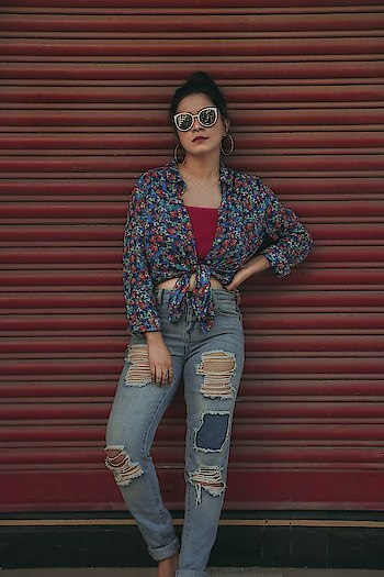 She was a runway, Rebel blood in her veins, A renegade, Never to be tamed! . . A snippet from the next blog! Picture by @dhawalranka . . #vintagefashion #vintagestyle #bombayblogger #bloggersofbombay #fashionbloggersofmumbai #streetstyleindia #indianblogger #streetstyleblogger #streetstylefashion #affordablefashion #fashiongram #fashionistas #boyfriendjeans #floralshirt #rippeddenims #instalike #instasmile #instago #instastyle #instalove #stylegram #stylemag #passionforfashion
