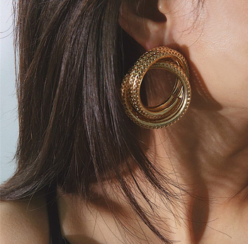 Throwing some sass this Thursday! ✨  https://www.theredbox.co.in/en/product/gold-helix-earrings/?v=c86ee0d9d7ed . . . . . #theredbox #earrings #fashionphotography #blogger #urbanchic #styleinspo #throwbackthursday #sass #instafashion #stylediary