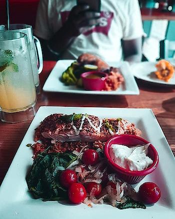smoked salmon. ❤️ #foodblogger #foodlove #foodporn #foodporn #chilis #bar #grilled #salmon #foodiesofindia #ropo-love #ropo-foodie  #roposo #roposogal #roposo-style #roposoblogger #roposo-fashiondiaries #roposo-makeupandfashiondiaries #roposotalent #roposokolkata