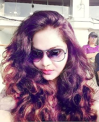 #selfie #selfieoftheday #kolkata #kkr #edengarden #ipl #ipl2018 #openhair #haircolour #rayban #aviators #pinklips #kolkatafashionblogger #randomclick #highlight #cricketlover