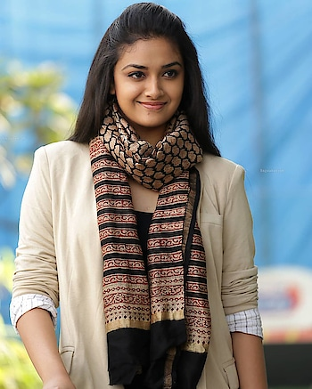 #keerthysuresh #cute #fashion_and_style #pic-click #roposo-pic #beautyshoot #new pic #tamil #fashionmagazine